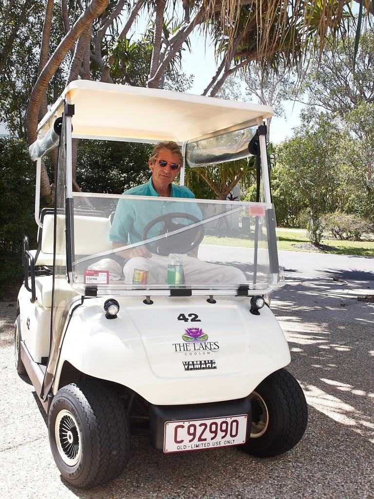 Zum Haus gehört auch ein Golfcar. Paul fuhr uns damit durch das Geister Resort